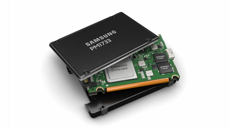 """Samsung's New PCIe 4.0 SSDs, Which Top Out at 30 TB and 8,000 MB/s, """"Never Die"""""""
